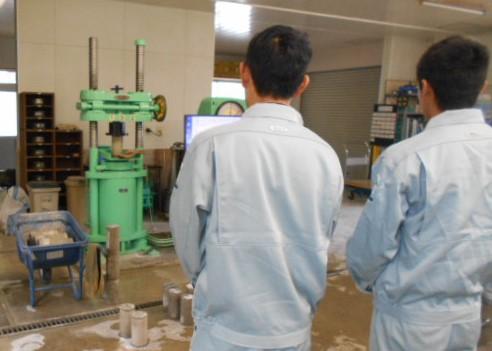 コンクリート圧縮試験(型枠脱型用2)